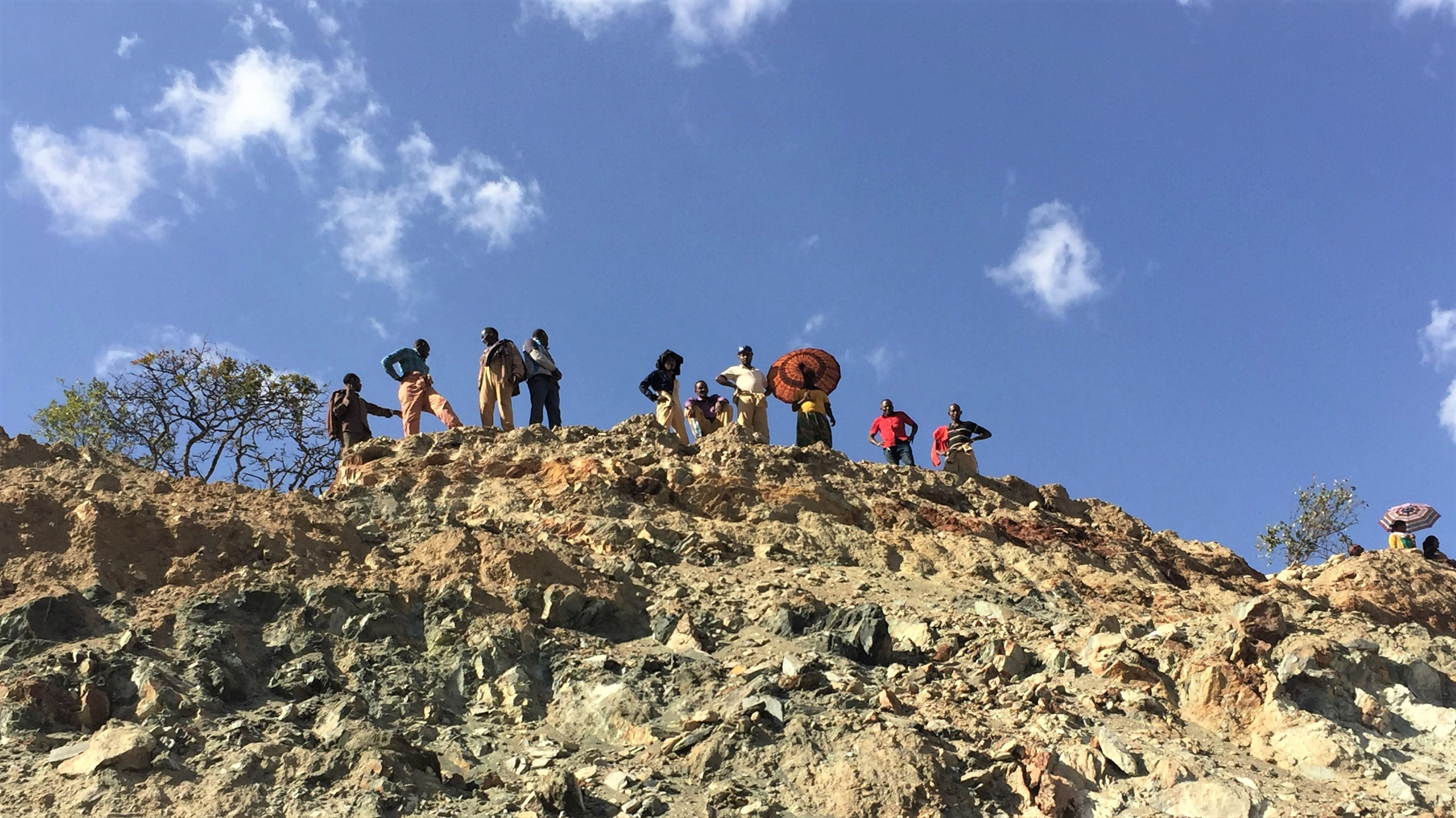 Miners in Shakiso looking up from the pit, 2018. © Estelle Levin-Nally for Levin Sources